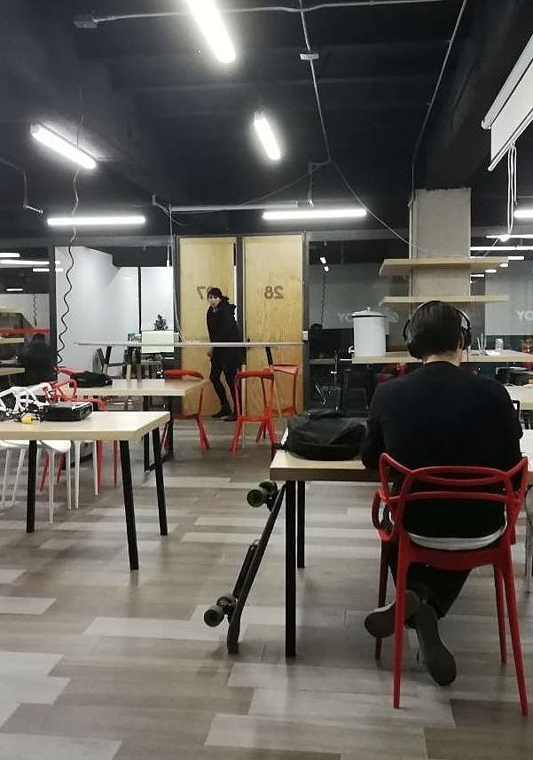 oficina completamente equipada, todos los servicios incluidos para 8 personas