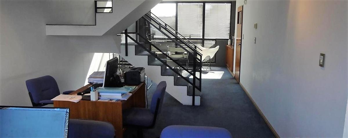 oficina con cochera -frente  - la plata