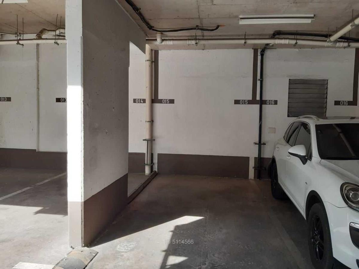 oficina con estacionamiento a pasos de e