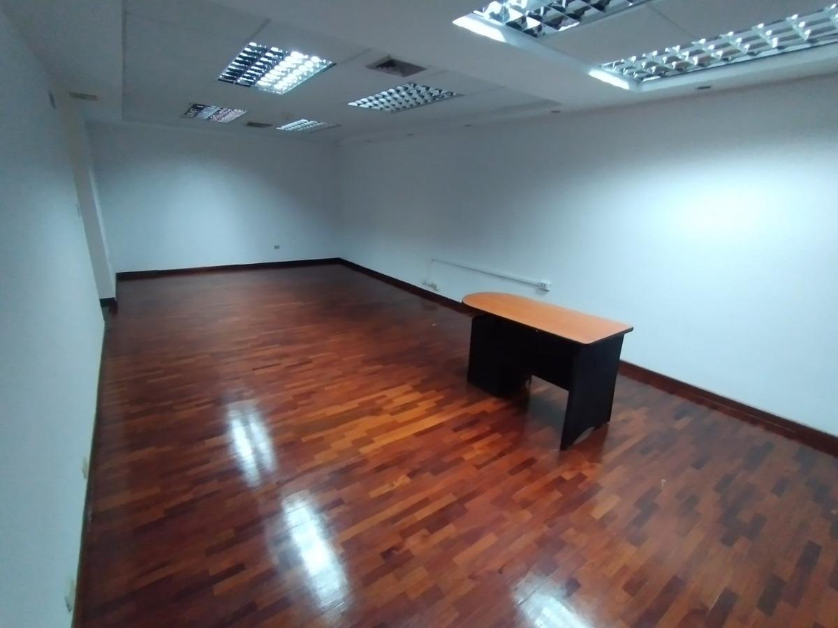 oficina con excelente ubicación y distribución