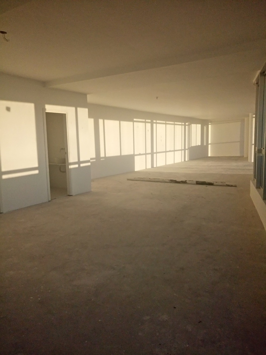 oficina  con terraza propia y cochera doble