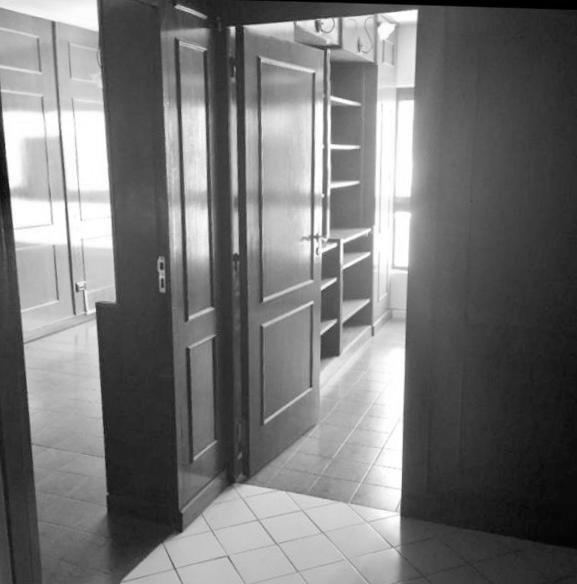 oficina con tres amplios despachos privados y seguridad 24 horas.