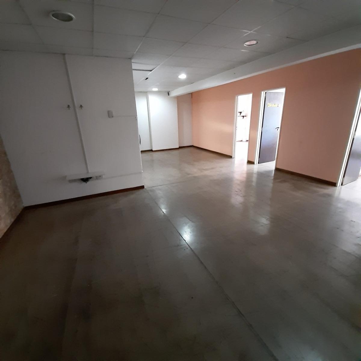 oficina , consultorios externos enfrente clinica bessone .