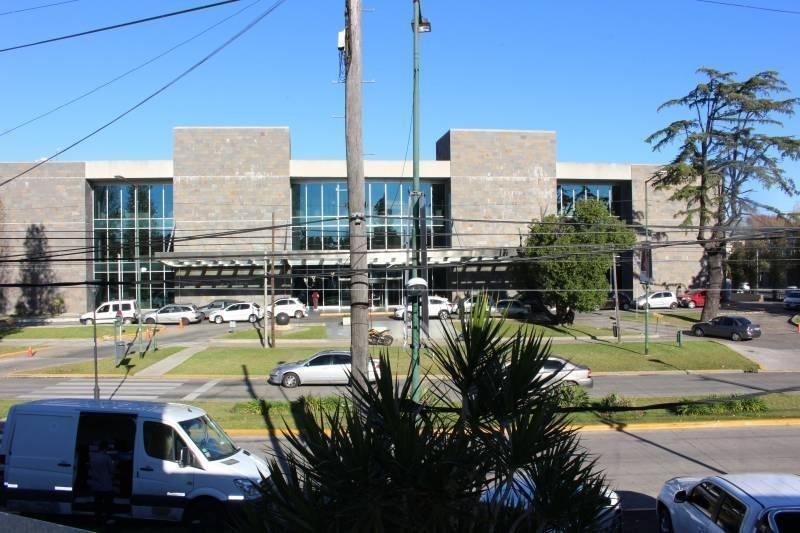 oficina / consultorios frente a sanatorio trinidad san isidro!