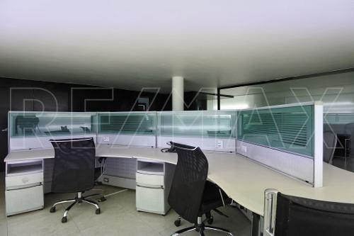 oficina de 100m2 amueblada y con servicios.