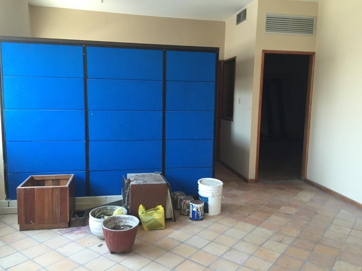 oficina de 105 m2 con varias divisiones