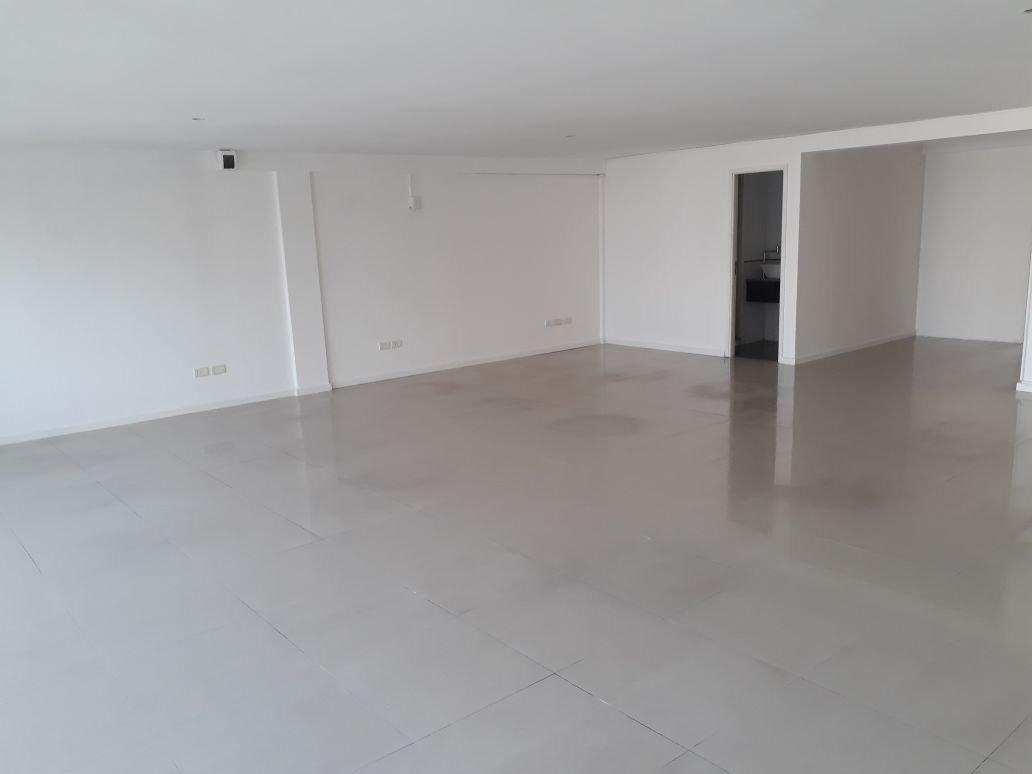 oficina de 110 mts2. a 2 cuadras de la plaza mitre