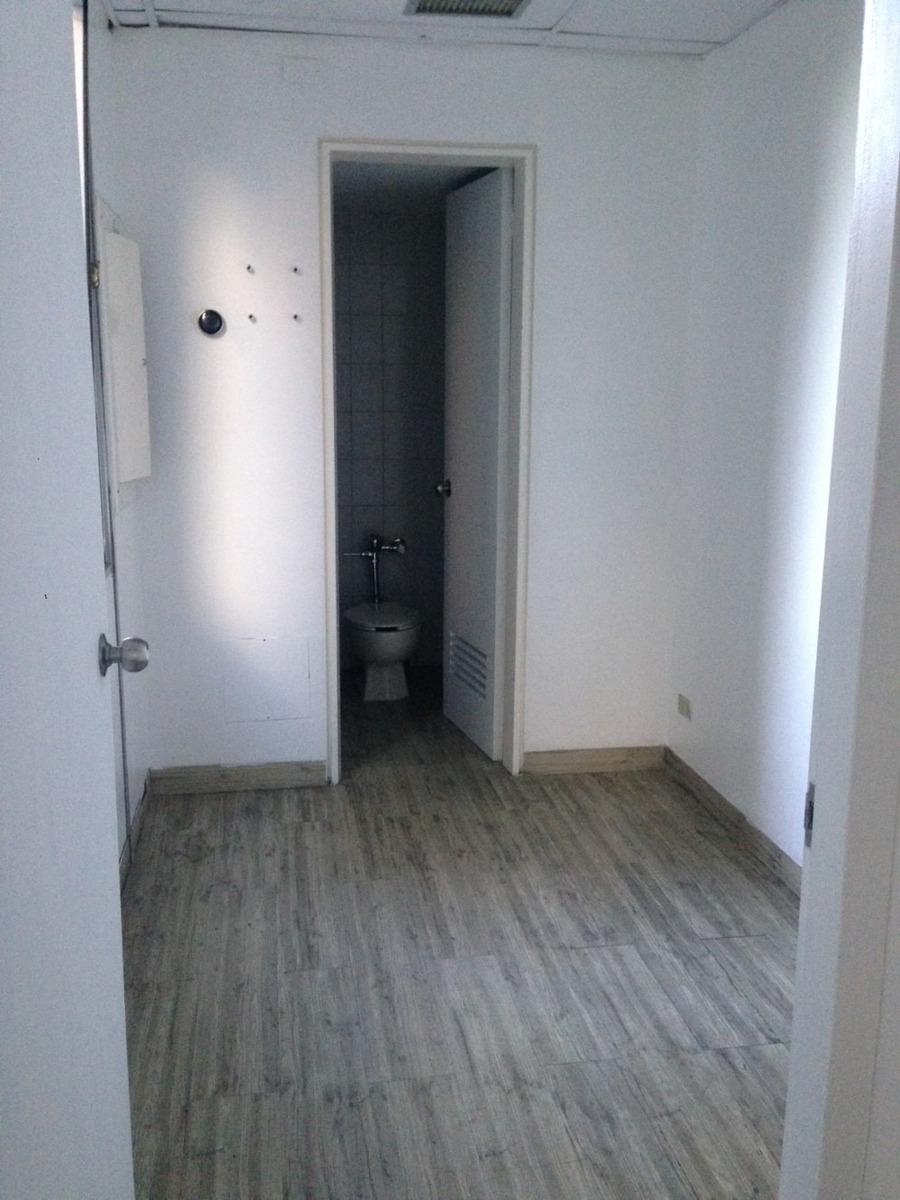 oficina de 4 cubiculos incluido recepcion, 2 baños 4 ptos
