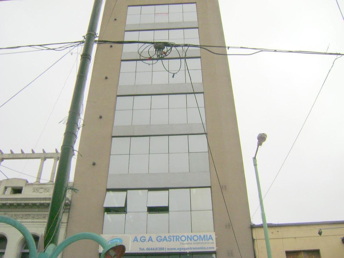 oficina  de 55m2 en liniers a metros de la estación