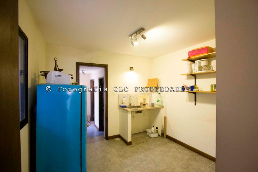 oficina de tres ambientes y dos baños