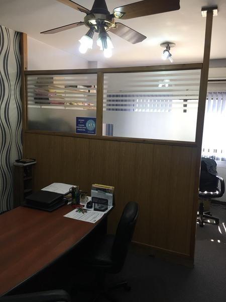 oficina en alquiler céntrica excelente estado divisible - san miguel