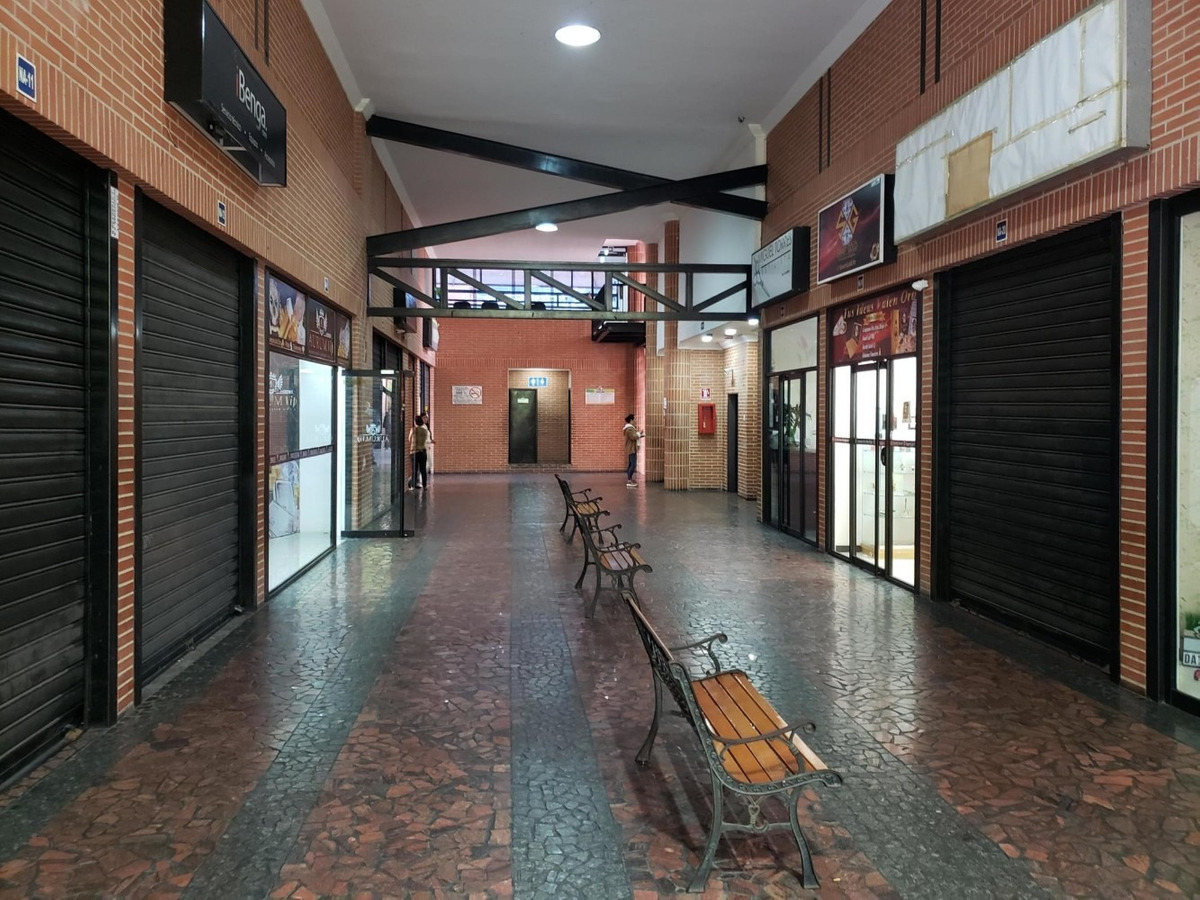 oficina en alquiler centro comercial plaza la boyera 19-1830