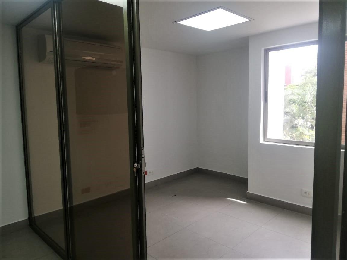 oficina en arriendo aguacatala 473-7145