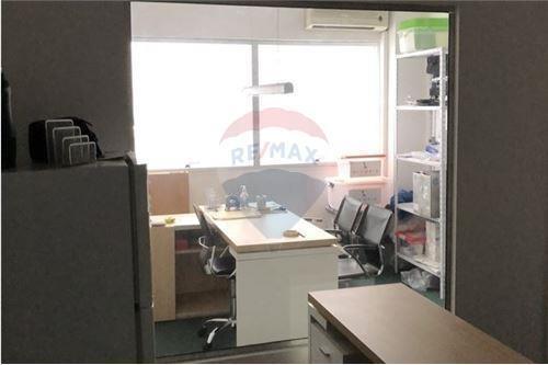 oficina  en ayacucho y paraguay