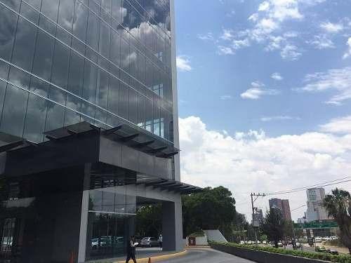 oficina en corporativo con vista hacia plaza patria