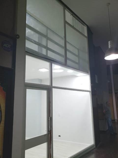 oficina en dos plantas (tipo local) con renta