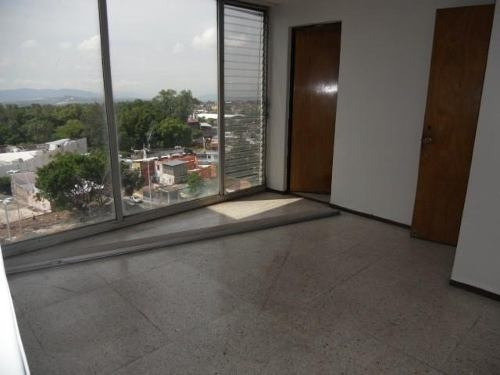 oficina en edificio con amplio directorio médico!!