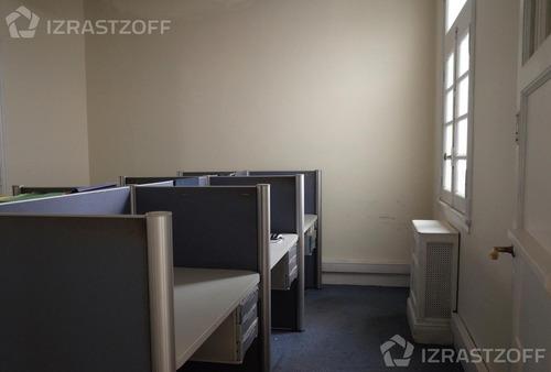 oficina en edificio de categoría. estilo francés.