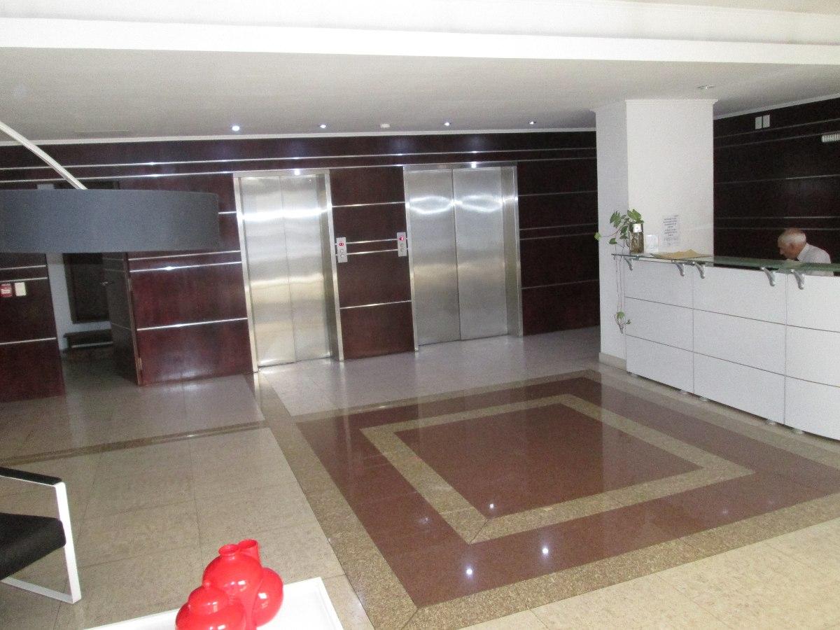 oficina en edificio de nivel con servicios