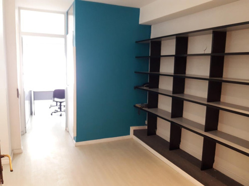oficina en edificio de oficinas