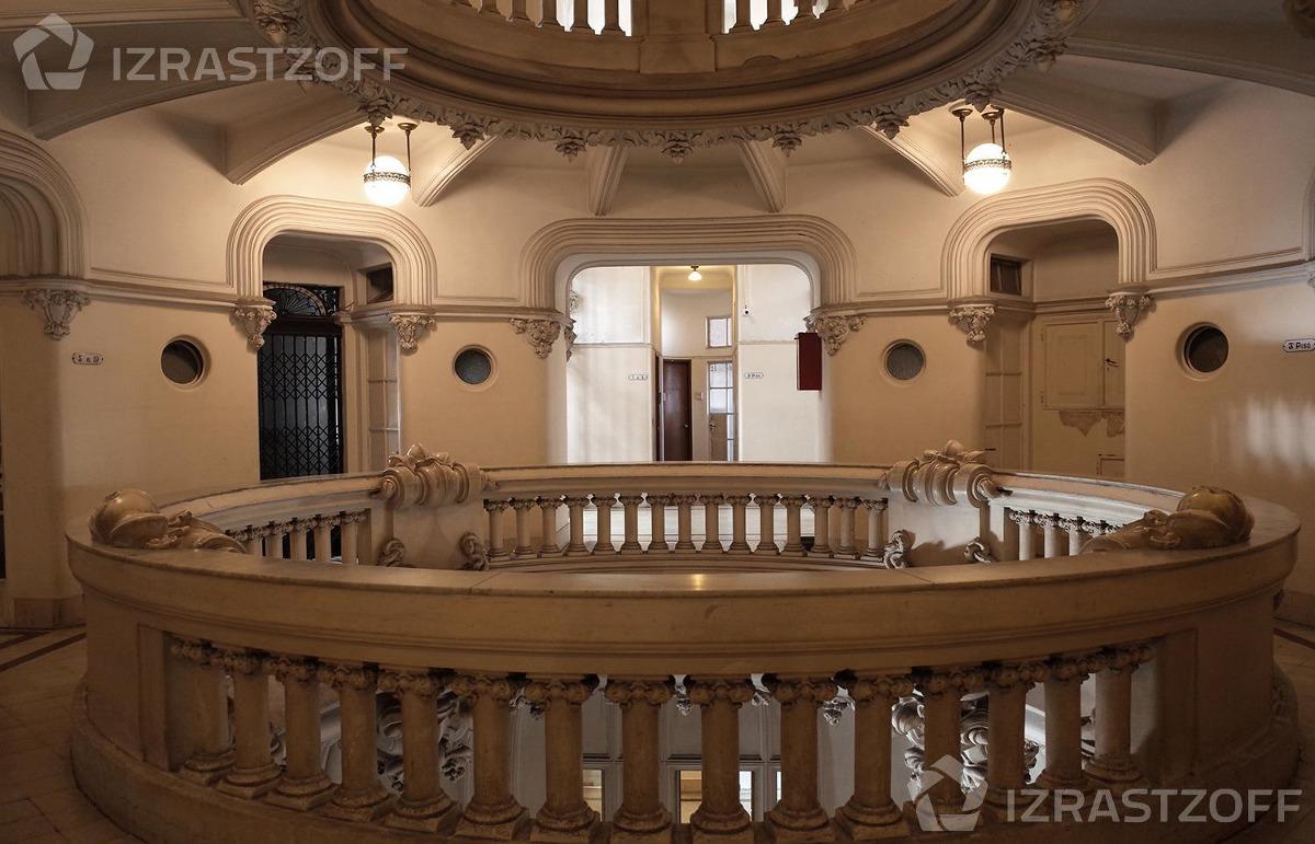 oficina en el palacio barolo.