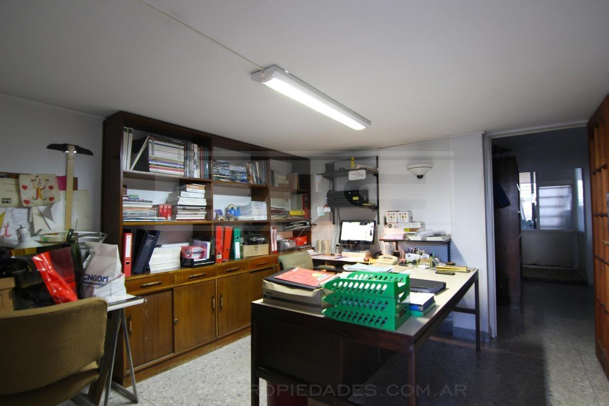 oficina en excelente ubicación con acceso para vehículos - martinez