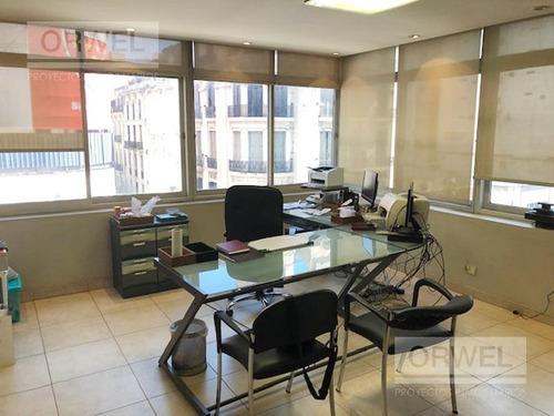oficina en excelente ubicación en el centro. muy luminosa! 140 m2.