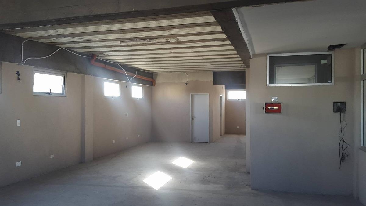oficina en foco comercial de caseros a 150 mts de estación