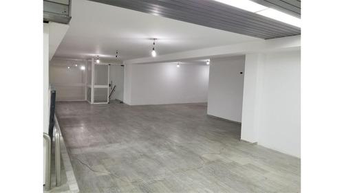 oficina en planta alta de la galería del paseo