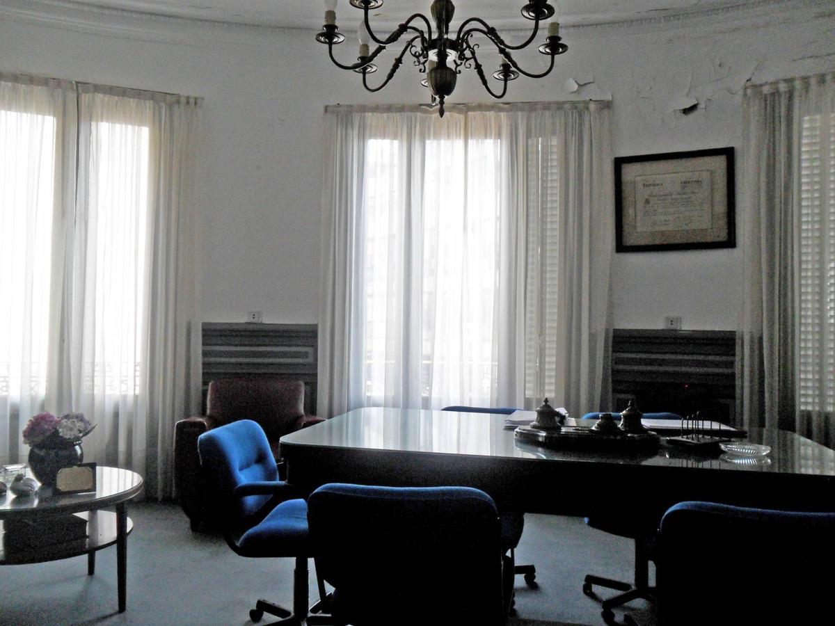 oficina en planta dividida