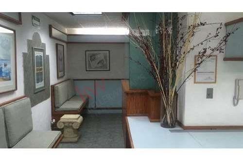 oficina en renta 113m en tecamachalco 7 privados y dos baños internos