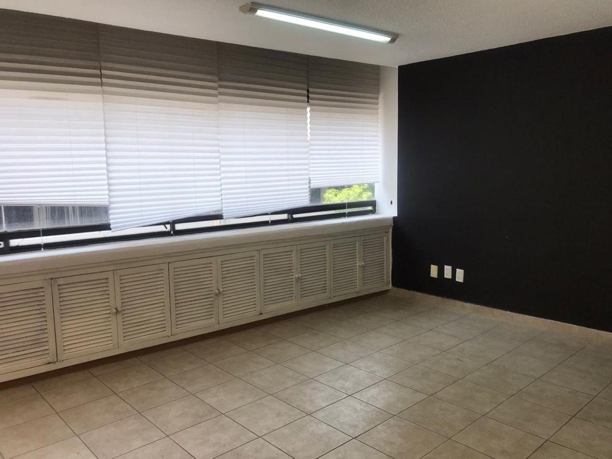 oficina en renta de 119 m2, estacionamiento, balcón y mantenimiento incluido.