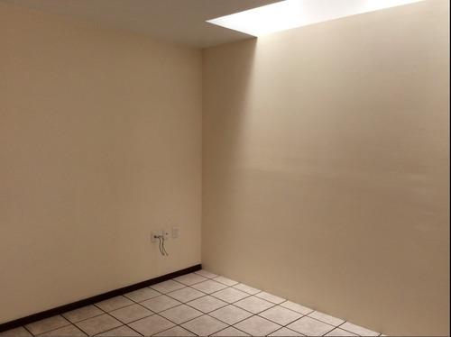 oficina en renta de  26 m2 en el centro de qro.