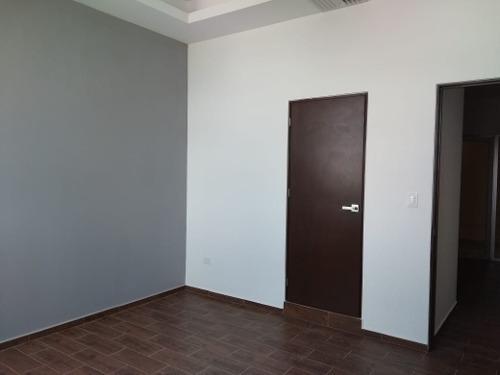 oficina en renta en cenit
