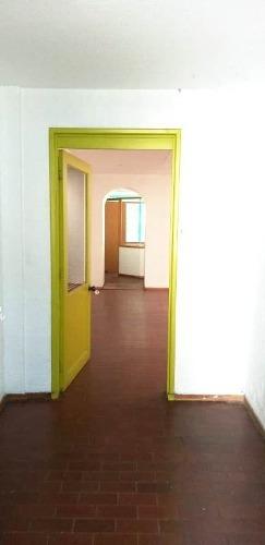 oficina en renta en mixcoac. jardín.  p.b.  cerca metro