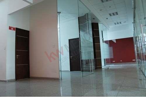 oficina en renta en planta baja, torre jv iii, cerca de lomas de angelópolis .