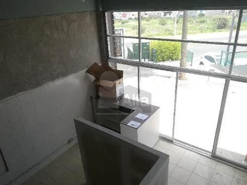 oficina en renta en planta baja, ubicada en av. principal a unos metros del libramiento sur-poniente