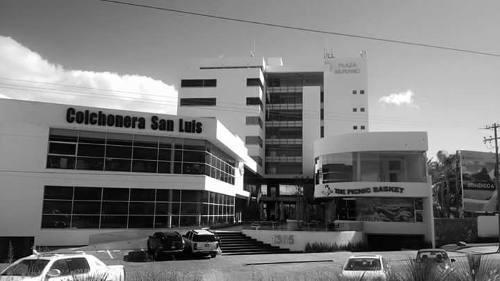 oficina en renta en plaza comercial murano cerca de plaza san luis