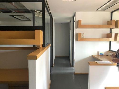 oficina en renta en tecamachalco con 3 cubículos y seguridad las 24 horas.