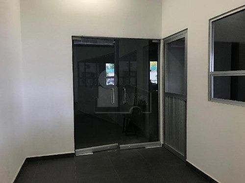 oficina en renta planta baja colinas del cimatario zona centro sur, muy cerca de centro civico