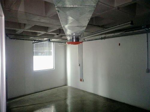 oficina en santa fe con recepción, área de trabajo, sala de espera, 4 despachos independientes