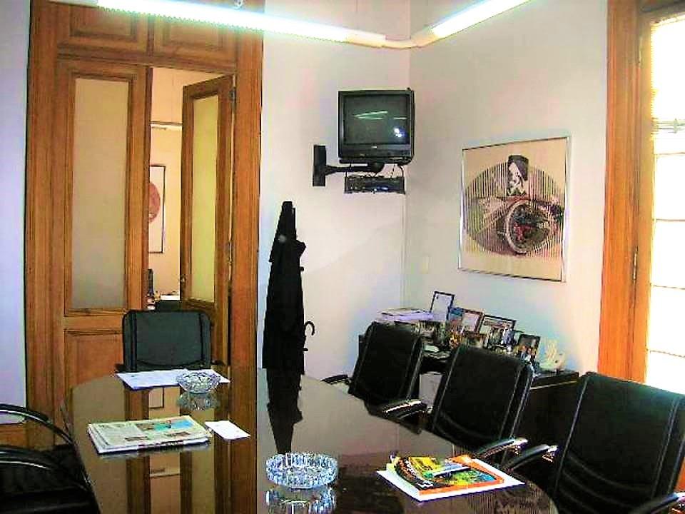 oficina en semi piso en avda de mayo