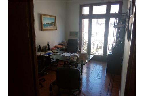 oficina en un piso sobre av. de mayo y 9 de julio