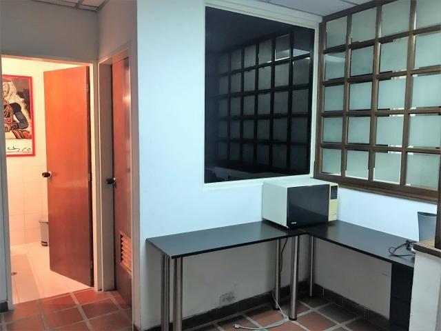 oficina en venta 2 baños 1 puesto