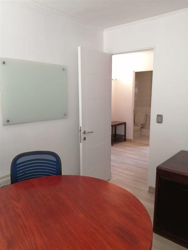 oficina en venta de 3 privados en las condes