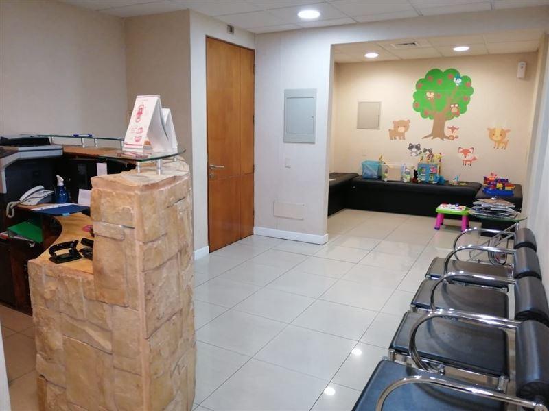 oficina en venta de 5 privados en las condes