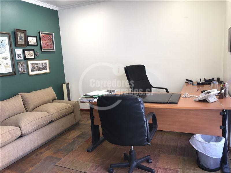 oficina en venta de 8 privados en las condes