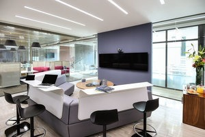 oficina equipada en renta para 15-20 personas en nápoles.