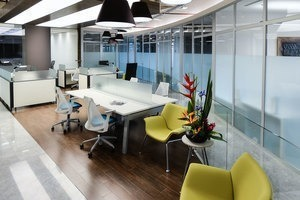 oficina equipada en renta para 35-40 personas en nápoles.