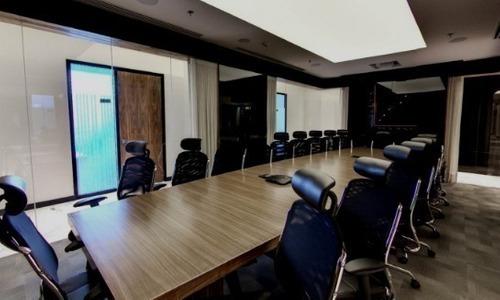 oficina equipada para 11 a 15 personas en torre esmeralda.